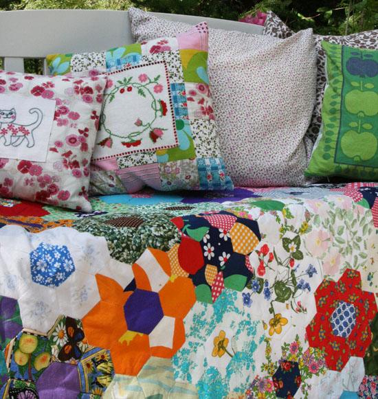 Tæppe med patchwork blomster