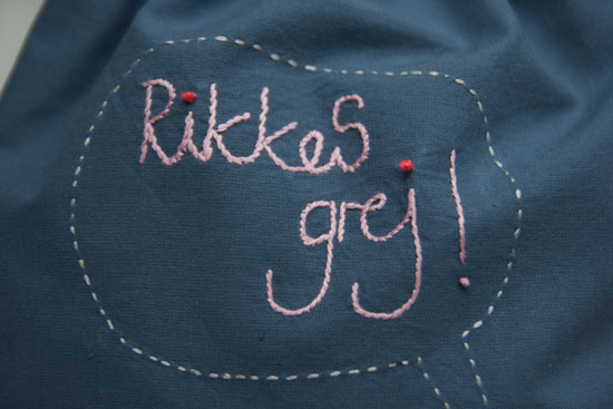 Broderet skrift, embroidery