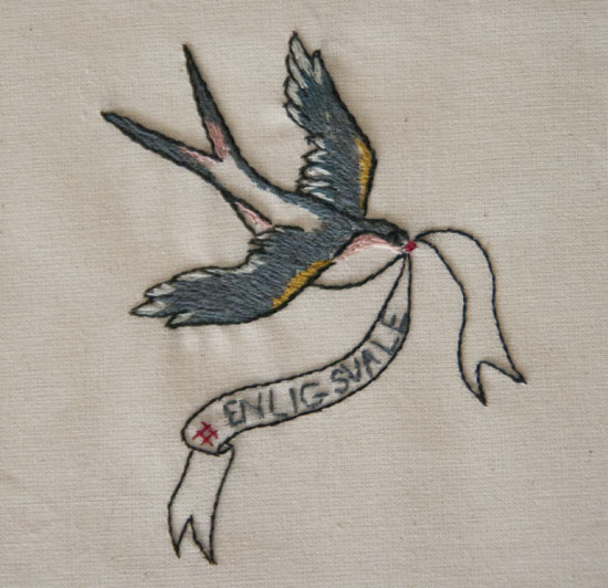 Broderet svale, embroidery